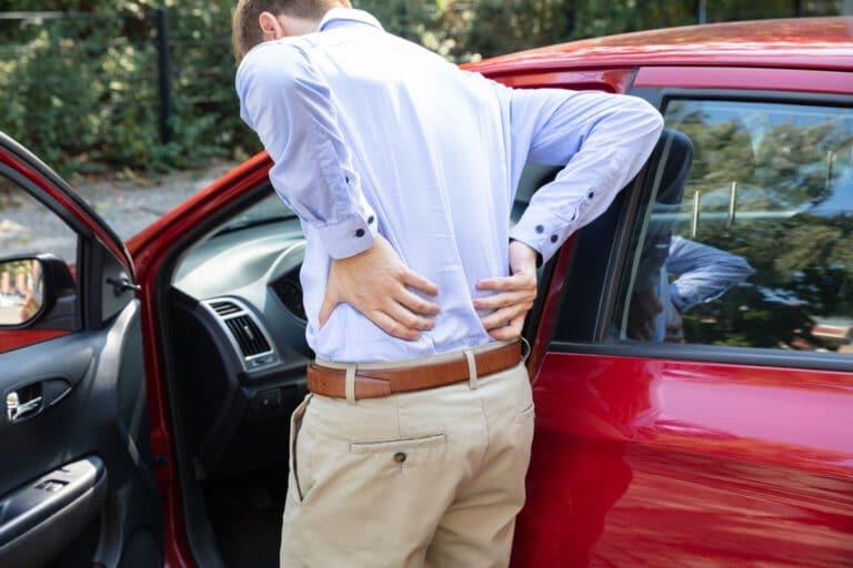 starke Rückenschmerzen unterer Rücken nach Autofahren